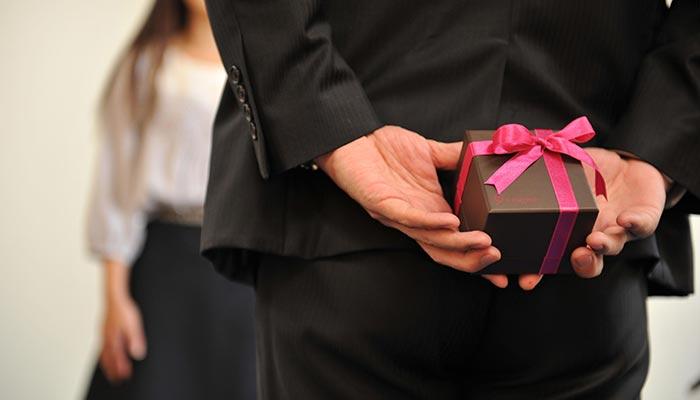 フィアンセに贈る婚約指輪をお得にネットで決める、女性タイプ別5選